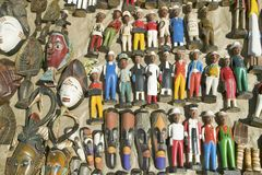 Muñecas coloniales de madera brillantemente coloreadas en Cape Town, Suráfrica Foto de archivo libre de regalías