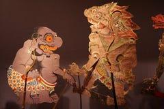 Muñecas de la marioneta Java central, Indonesia Kulit de Wayang imágenes de archivo libres de regalías