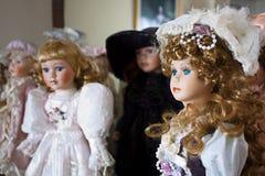 Muñecas de la porcelana de la vendimia Imagenes de archivo