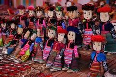 Muñecas de la tribu de la colina en el mercado de Bac Ha Imagen de archivo libre de regalías