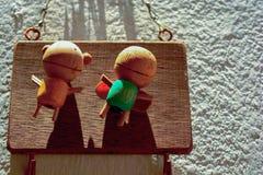 Muñecas de madera del ángel de los pares Imágenes de archivo libres de regalías