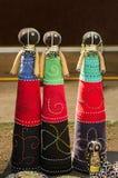 Muñecas de trapo hechas a mano de la moda africana Gotas coloridas, ropa de las telas Imagen de archivo