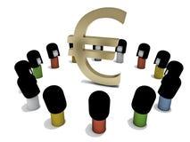 Muñecas japonesas alrededor de un símbolo euro grande Foto de archivo