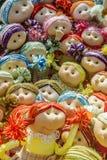 Muñecas letonas coloridas divertidas del recuerdo Fotografía de archivo