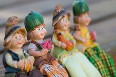 Muñecas que se sientan para comer Imágenes de archivo libres de regalías