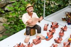 Muñecas rumanas tradicionales Muromets según lo expuesto a los productos rumanos tradicionales en el museo rumano Nicolae Gusti d Imagen de archivo libre de regalías