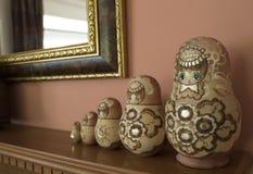 Muñecas rusas en una línea Imágenes de archivo libres de regalías
