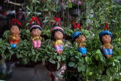 Muñecas y árboles decorativos, árboles en los jardines, mercado del árbol Fotografía de archivo libre de regalías
