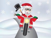 Muñeco de nieve con Santa Claus en la moto fresca con los copos de nieve fotos de archivo libres de regalías