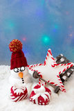 Muñeco de nieve con una estrella Foto de archivo libre de regalías