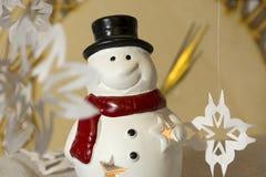 Muñeco de nieve, copos de nieve, reloj, medianoche, Año Nuevo, celebración Imagen de archivo libre de regalías