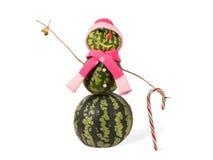 Muñeco de nieve de la Navidad de la sandía con la campana de oro y el bastón de caramelo Concepto del día de fiesta por Años Nuev Foto de archivo