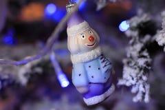 Muñeco de nieve de la Navidad en estilo retro Imágenes de archivo libres de regalías
