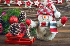 Muñeco de nieve de la Navidad y del Año Nuevo Fotografía de archivo libre de regalías