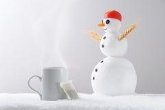 Muñeco de nieve de la taza de té Imágenes de archivo libres de regalías