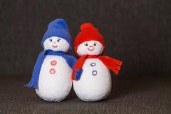 Muñeco de nieve de los pares juguete suave fotos de archivo libres de regalías