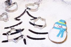 Muñeco de nieve del pan de jengibre, floured Fotografía de archivo libre de regalías