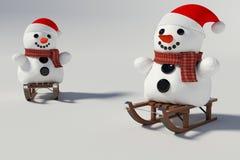 Muñeco de nieve dos, y trineos de madera con él Imagen de archivo