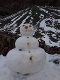 Muñeco de nieve en la montaña de San Jose del maipo fotografía de archivo