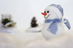 Muñeco de nieve en la nieve Foto de archivo libre de regalías