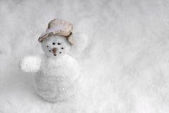Muñeco de nieve en paisaje de la nieve Fotografía de archivo