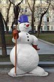 Muñeco de nieve en parque Fotos de archivo libres de regalías