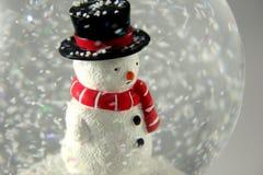 Muñeco de nieve en Snowglobe Imágenes de archivo libres de regalías