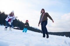 Muñeco de nieve feliz de la fundación de una familia Fotografía de archivo