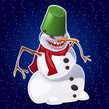 Muñeco de nieve malvado, nariz de la zanahoria, bufanda roja y cubo Imagen de archivo libre de regalías