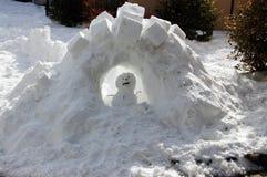 Muñeco de nieve triste en el castillo de la nieve Fotografía de archivo