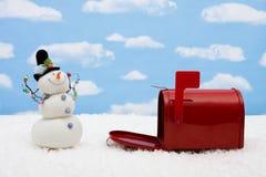 Muñeco de nieve y caja Fotos de archivo libres de regalías