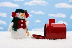 Muñeco de nieve y caja Foto de archivo