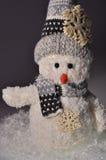 Muñeco de nieve y nieve del ` s del Año Nuevo Fotos de archivo