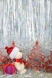 Muñeco de nieve y regalo Fotografía de archivo libre de regalías