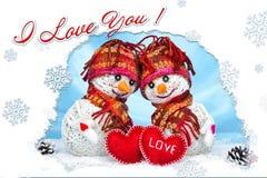Muñecos de nieve del amor nevadas Concepto del amor Día de tarjetas del día de San Valentín feliz de la tarjeta de felicitación Fotos de archivo libres de regalías