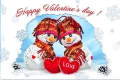 Muñecos de nieve del amor nevadas Concepto del amor Día de tarjetas del día de San Valentín feliz de la tarjeta de felicitación Foto de archivo