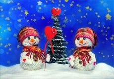Muñecos de nieve del amor nevadas Concepto del amor Tarjeta de felicitación del día del `s de la tarjeta del día de San Valentín Imagenes de archivo