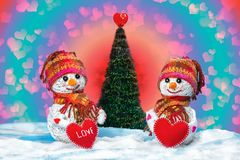 Muñecos de nieve del amor nevadas Concepto del amor Tarjeta de felicitación del día del `s de la tarjeta del día de San Valentín Imagen de archivo libre de regalías