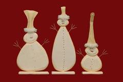 Muñecos de nieve en un fondo rojo Foto de archivo libre de regalías