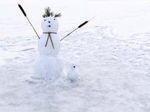 Muñecos de nieve de la familia de dos figuras Imagen de archivo libre de regalías