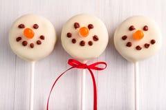 Muñecos de nieve y estallidos de la torta del reno Foto de archivo libre de regalías