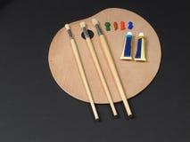 Muśnięcia i farby kłaść na artysta palecie Obrazy Royalty Free