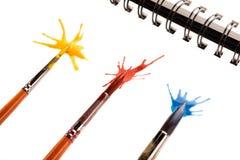 Muśnięcia w farbie i pluśnięcia na papierze Fotografia Stock
