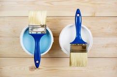 Muśnięcie i farba na drewnianych deskach Obraz Stock