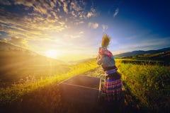 MU CANG CHAI, WIETNAM, Wrzesień 21, 2017: Kobieta rolnicy są h Zdjęcie Stock