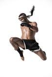 Muay tajlandzki wojownik w bokserskich rękawiczek trenować odizolowywam na bielu zdjęcia royalty free