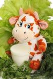 Mucca con latte e pianta. Fotografia Stock
