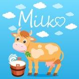 Mucca sveglia del fumetto nei precedenti blu Secchio di latte e del latte del testo Fotografia Stock