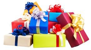 Mucchi dei contenitori di regalo avvolti in variopinto Fotografie Stock Libere da Diritti