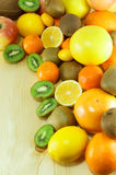 Mucchi dei frutti freschi e organici Immagine Stock